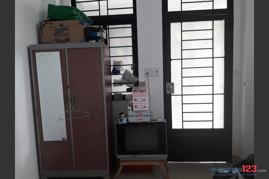Cần 1 NVVP ở ghép Quận 2 ngay chân cầu Sài Gòn. Phòng bao đẹp và đầy đủ tiện nghi nha