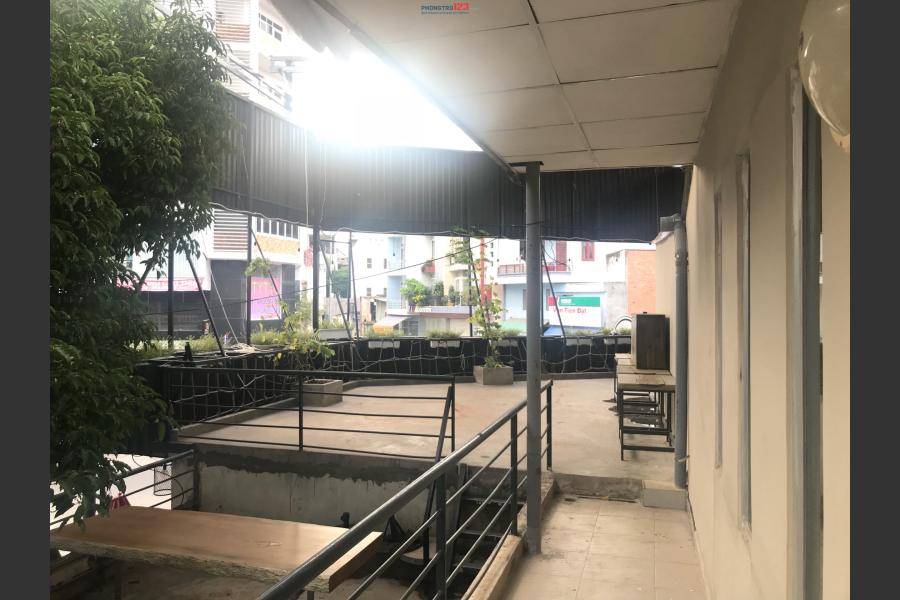 Phòng cho thuê để ở hoặc kinh doanh. Mặt tiền đường lớn gần sân bay, lối đi riêng, bảo vệ 24/24