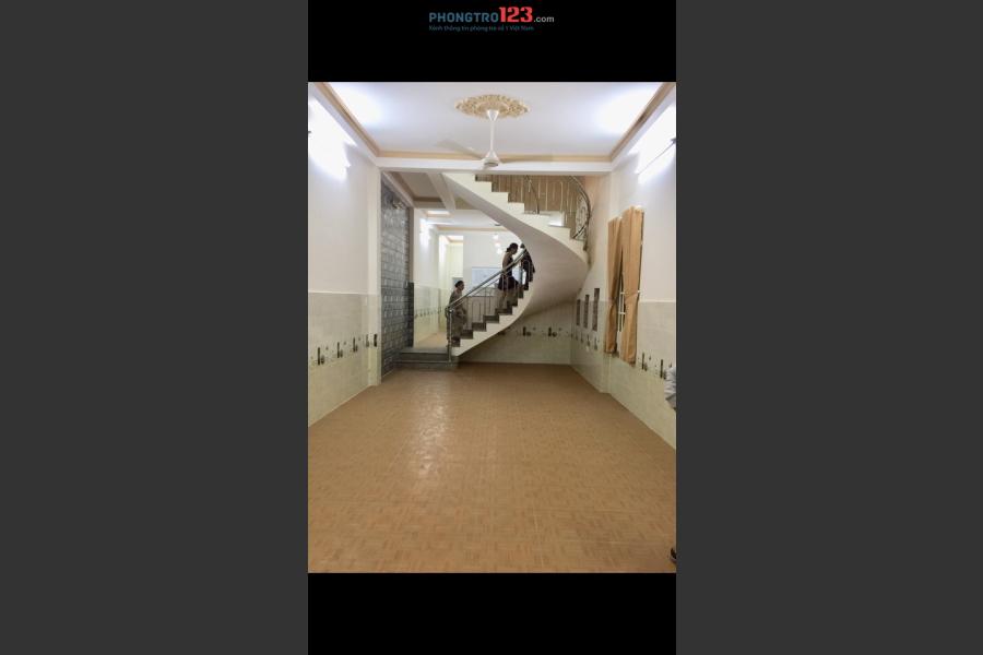 Cho thuê nhà đẹp 4 phòng có chỗ để xe tải, cầu vượt Linh Xuân, Thủ Đức
