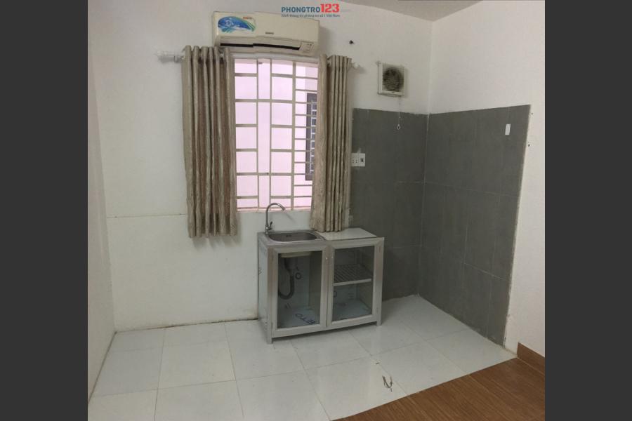 Phòng lầu 1 máy lạnh, DT 18m2,Giá 3,7tr  gần ĐH Maketting, ĐH Nguyễn Tất Thánh, Tôn Đức Thắng, Gần Q1