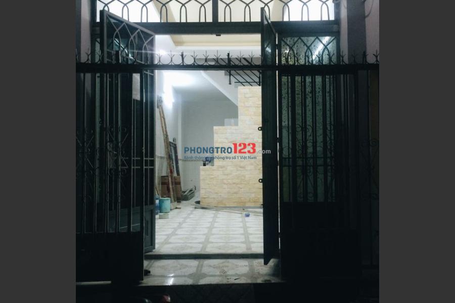 Cho thuê nhà nguyên căn hẻm xe hơi 12m, 1 trệt 1 lầu, 2 PN 2 WC, phòng khách và bếp rộng