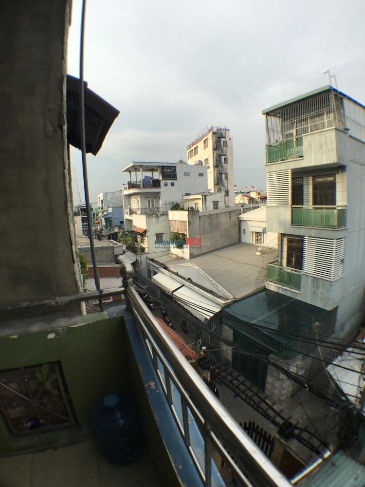 Phòng Máy Lạnh, Ban Công,hợp với SV các trường ĐH: Nguyễn Tất Thành, ĐH Luật, ĐH Marketing CN Q7- 0903893998