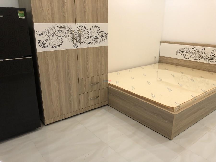 Phòng mới xây, full nội thất, giờ tự do, ngay Coopmart Đinh Tiên Hoàng giá rẻ nhất Bình Thạnh 5tr