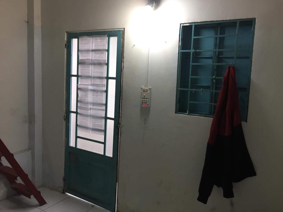 Gấp: cần nam ở ghép quận Tân Phú
