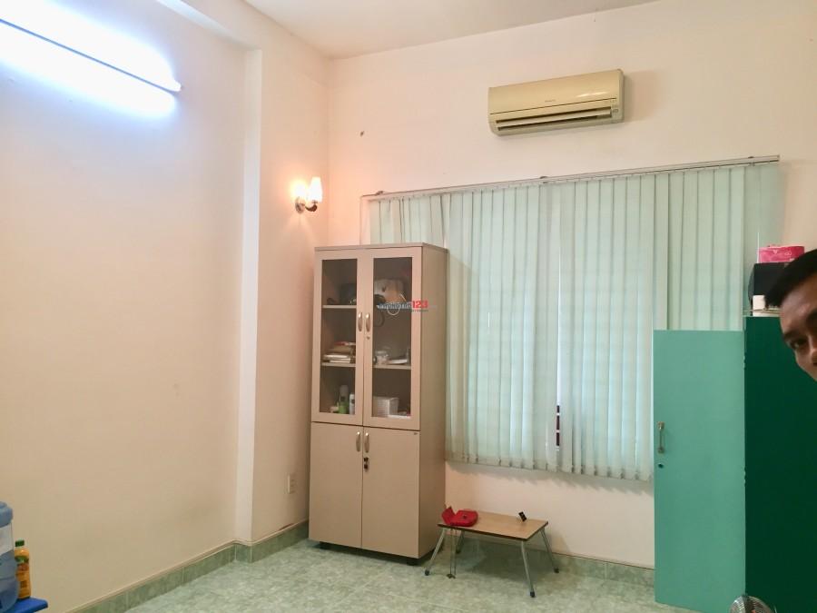 Cho thuê nhà HXT 135/ Nguyễn Hữu Cảnh, 5p vào Q.1, 4x16 - 1T3L - 200m2