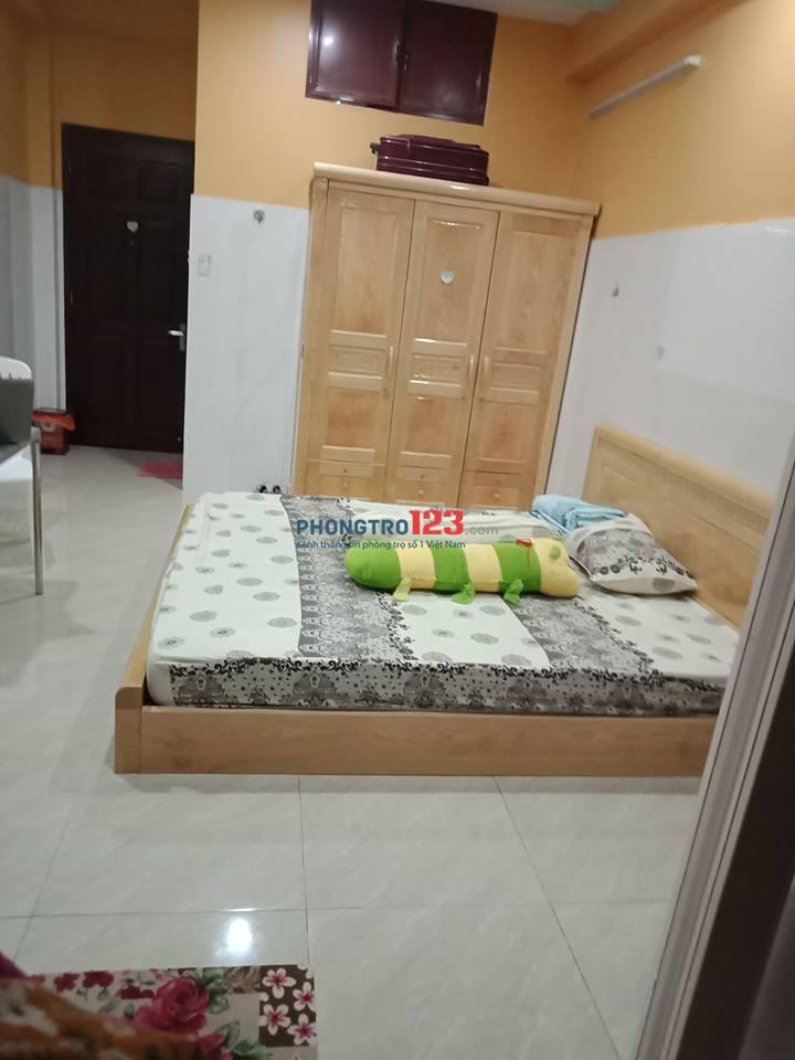 Cần cho thuê căn phòng 30 m2 có ban công, thoáng mát