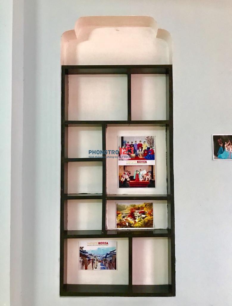 Cho thuê căn nhà Hồ Bá Phấn, dtsd 140m2, 1 trệt 1 lầu, hẻm xe hơi, dân trí cao, an ninh, 6tr500. LH: 0982922064