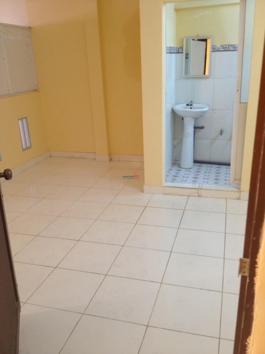 Phòng yên tĩnh, sạch sẽ cho thuê ở gần ngã tư Hàng Xanh