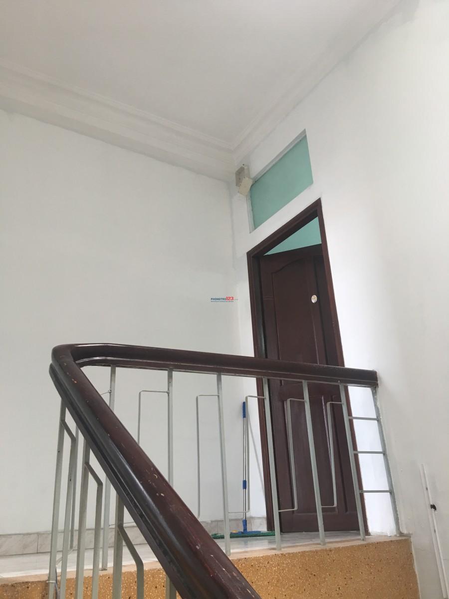Phòng Giường Tầng Ngay Mặt Tiền Đường Lớn
