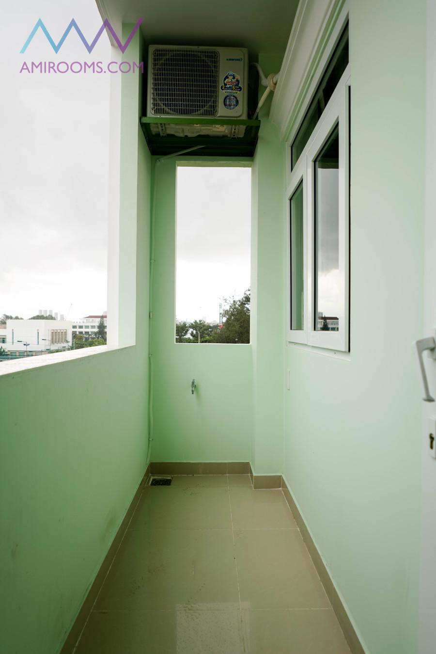 Cho thuê phòng ban công 25m2 có gác bếp máy lạnh, 53/28 đường Bùi Văn Ba, Quận 7, 5tr/ tháng LH 0901259073 THẮM