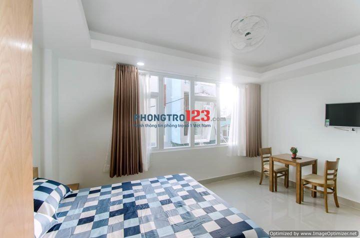 Cho thuê phòng mới xây, full nội thất ban công cửa sổ thoáng mát, ngay Cách mạng Tháng 8, Q.3. LH: 01687205966