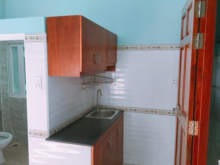 Cho thuê căn hộ cao cấp ngay sát Quận 1 có cửa sổ, bếp, nhà vệ sinh riêng, gần chợ và bờ kè Trường Sa