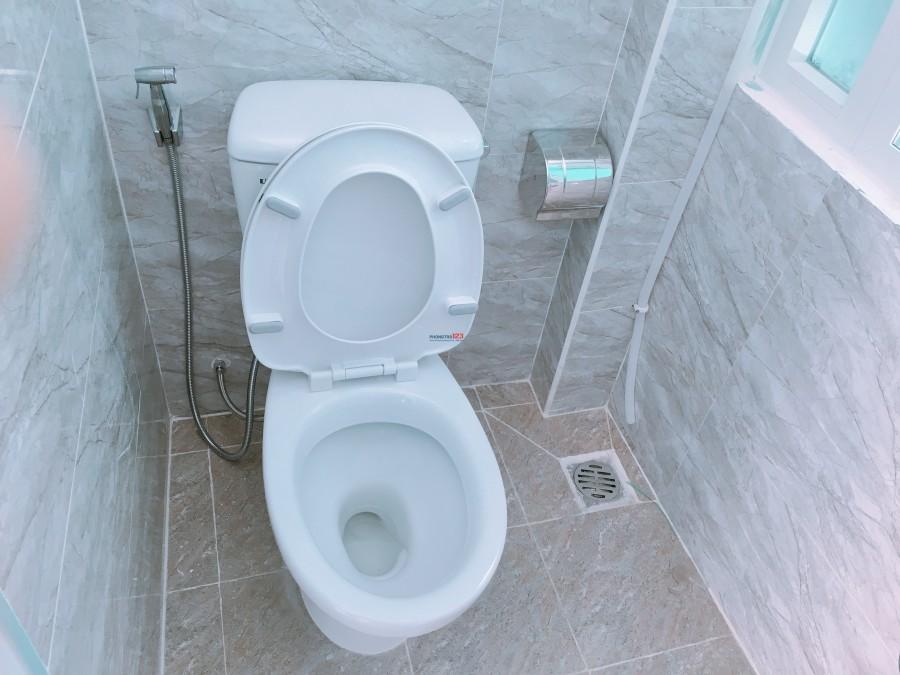 Cho Thuê Căn Hộ Cao Cấp ngay sát Quận 1 có cửa sổ, bếp, nhà vệ sinh riêng