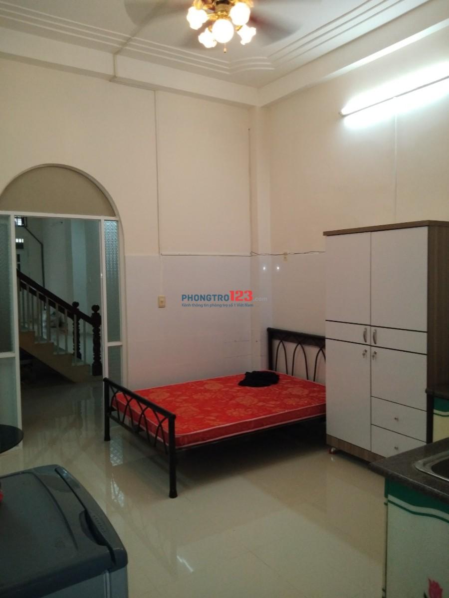 Phòng 22m2 và 27m2, tiện nghi nội thất, có gác cao 1m7, ngay chợ Bàu Cát chỉ 4.3-5.5tr
