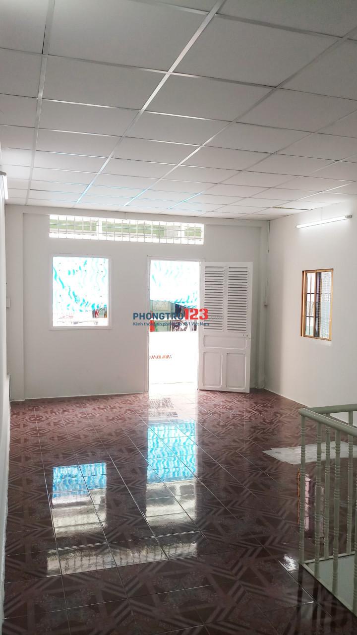Cho thuê nhà căn góc HXH 170/1A Cao Đạt - Q.5 3,5x9m Tr Lầu 2PN 12,8tr