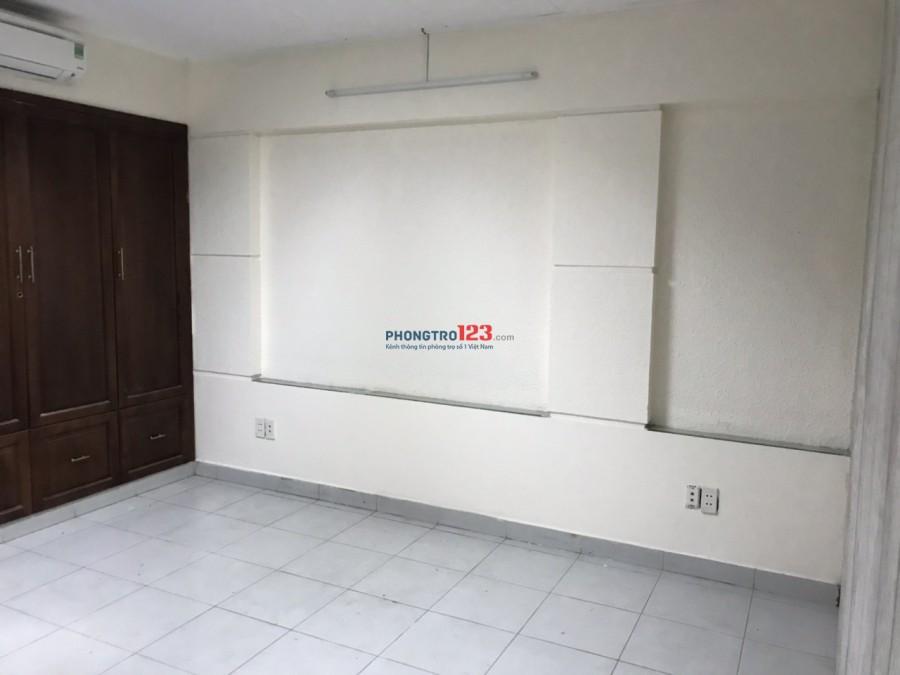 Cho thuê phòng 20m2, nội thất cơ bản tại chung cư 12 Võ văn Kiệt, Q.1