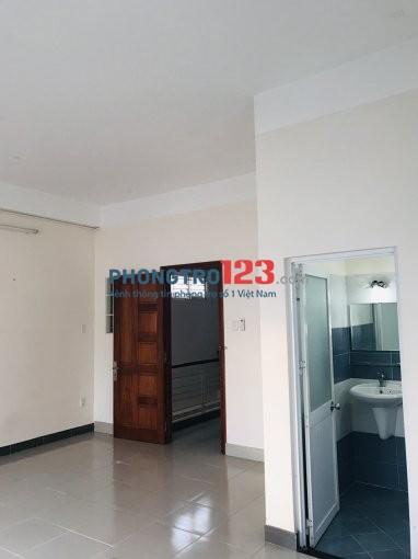 Phòng 25m2, ban công, tiện nghi NGUYỄN XÍ