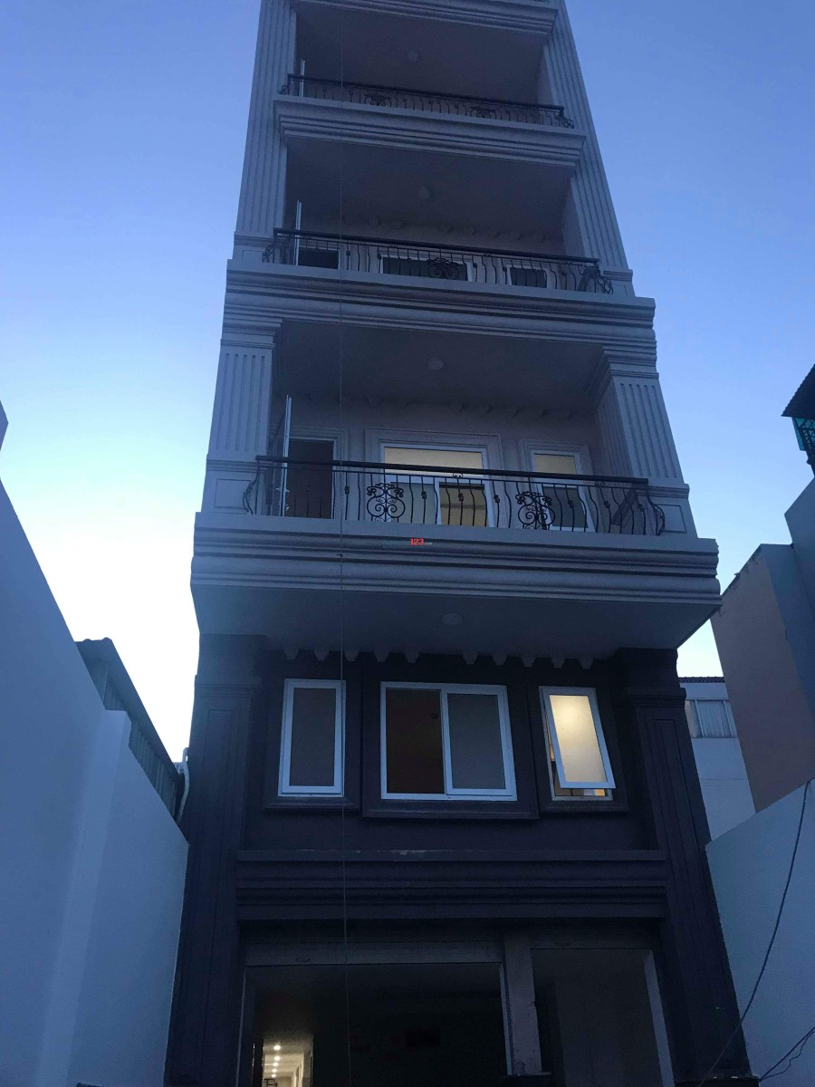 Cho thuê phòng có gác, có cửa sổ ngay Lottemark quận 7 đường Lê Văn Lương
