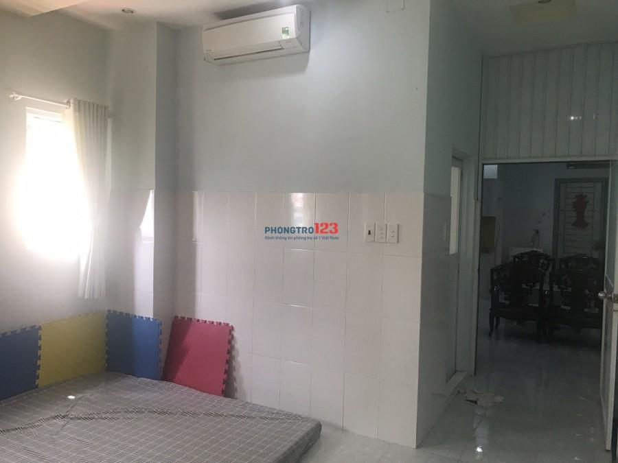 Cho thuê căn hộ mini 50m2 full nột thất( 1 bếp, 1 phòng ngủ) mặt tiền Hoàng Hoa Thám, Tân Bình