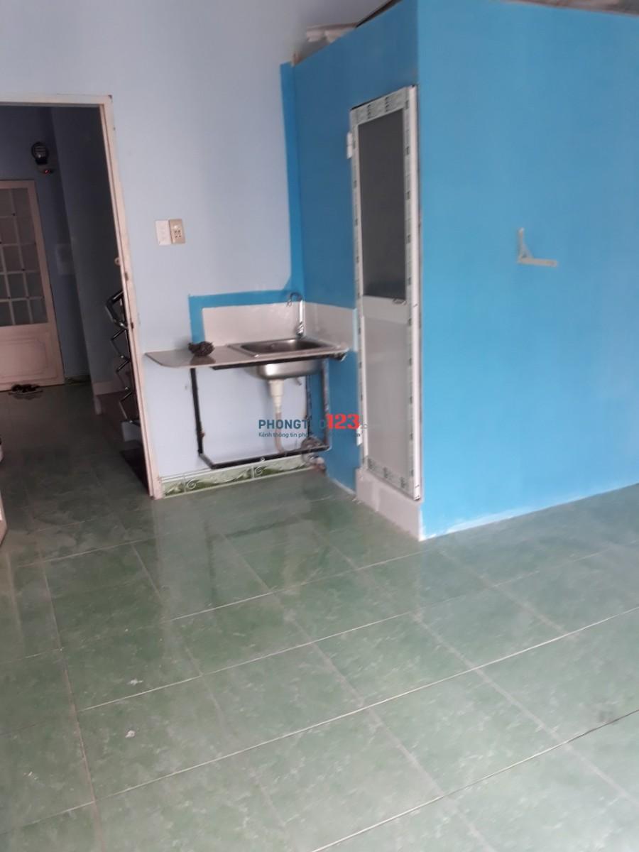 cho thuê phòng trọ có máy lạnh,tủ lạnh,tolet riêng phóng sơn sạch sẽ có ban công thoáng mát