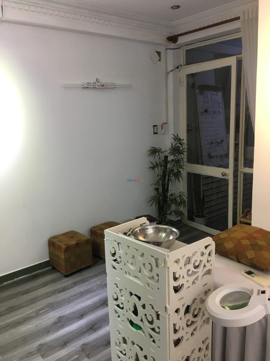 Phòng trọ tầng trệt có máy lạnh, tủ lạnh, sàn gỗ, toilet riêng giờ tự do 22m2