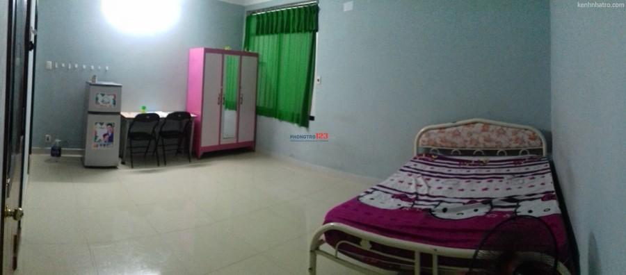Cho thuê phòng đầy đủ nội thất , 35mv gânf Q1. sân bay