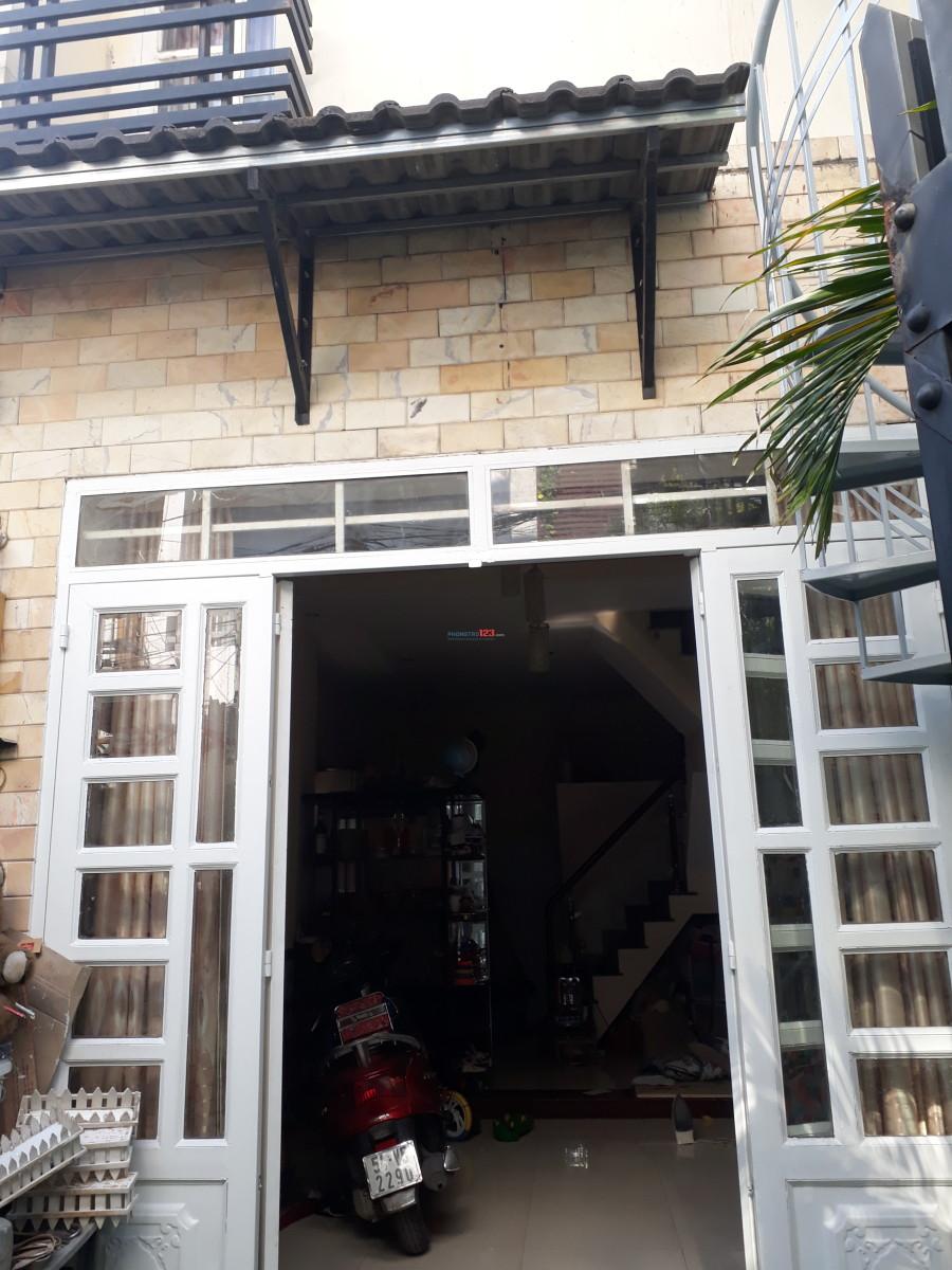 Cho thuê nhà nguyên căn 1T1L, hẻm xe tải, đầu đường Phạm Văn Đồng vô 50m, thông ra Thích Quảng Đức, Phú Nhuận