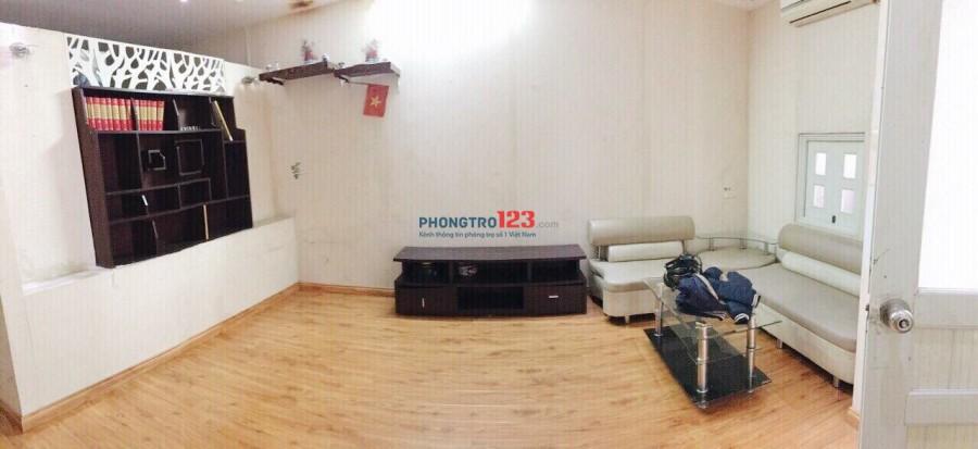 Cho thuê nhà chính chủ Văn Cao, Ba Đình. 54m2. Nội thất ở luôn