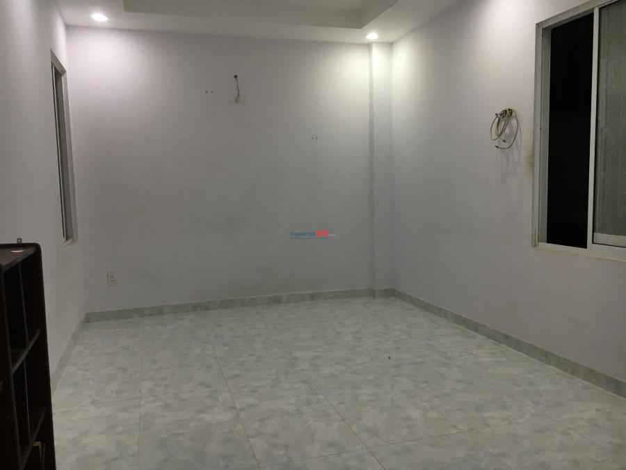 Phòng sạch sẽ, máy lạnh, thoáng mát,  dt 20m2 giá 2,9tr/tháng mặt tiền đường Tân Sơn