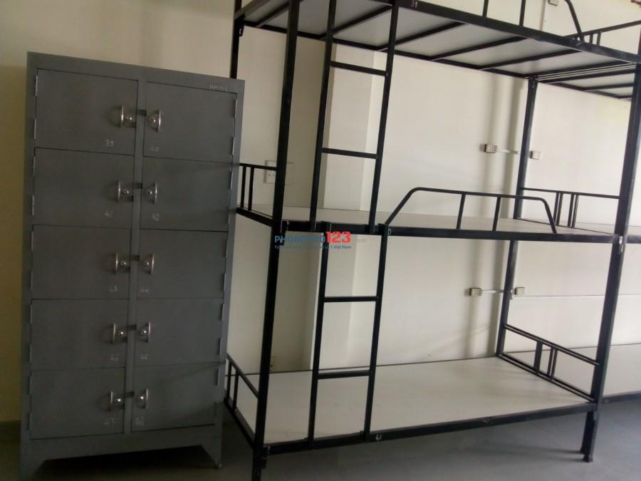 Kí túc xá máy lạnh 450k/tháng mặt tiền dễ đi lại quân Tân Bình
