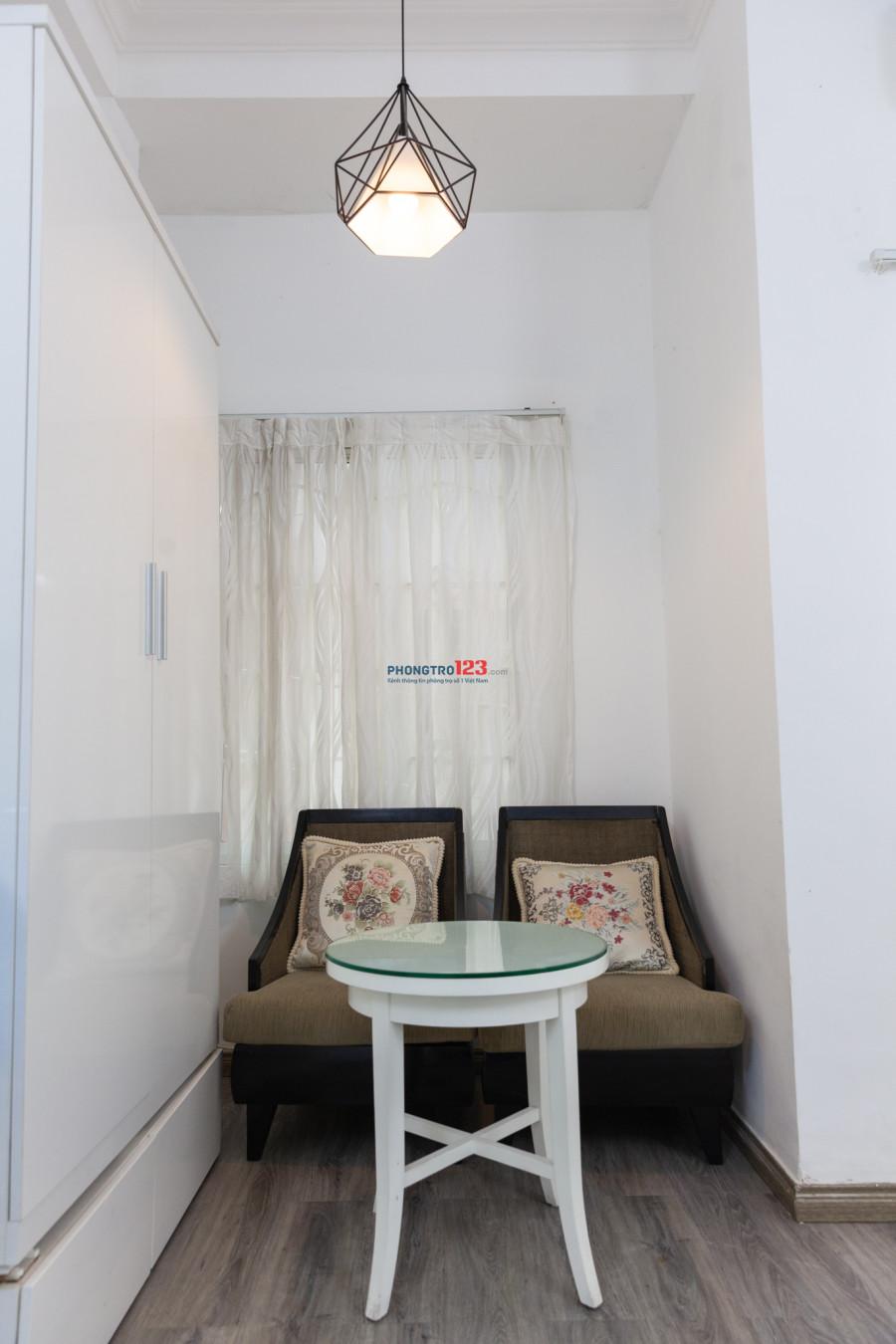 Căn hộ mini 35m2 Q.1, có ban công và cửa sổ, full nội thất, free dịch vụ, 10,2 triệu/tháng