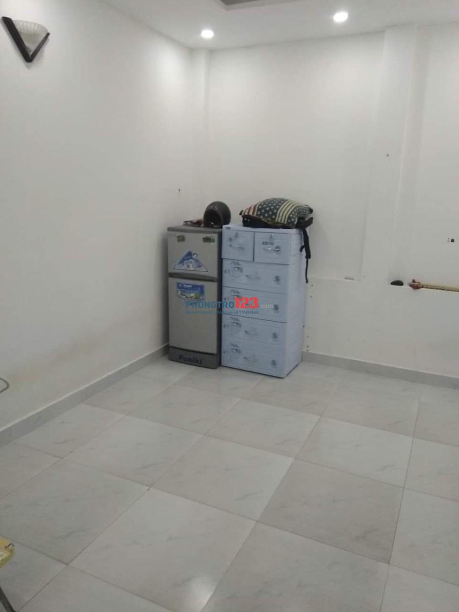 Phòng trọ giờ giấc tự do, có máy lạnh và ban công