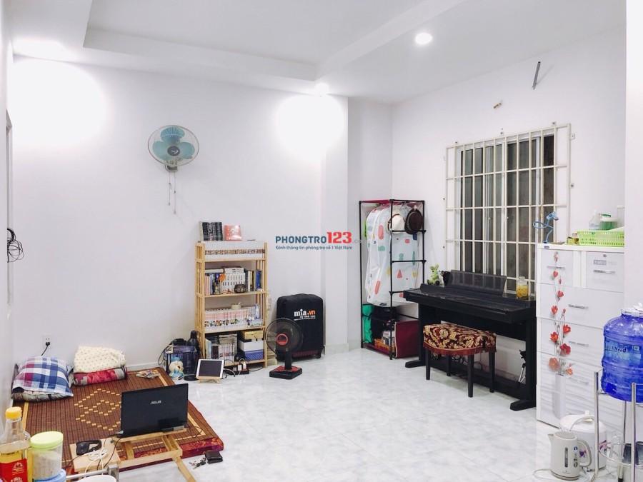 Phòng sạch sẽ, thoáng mát, dt 25m2 giá 2,8tr/tháng mặt tiền đường Tân Sơn