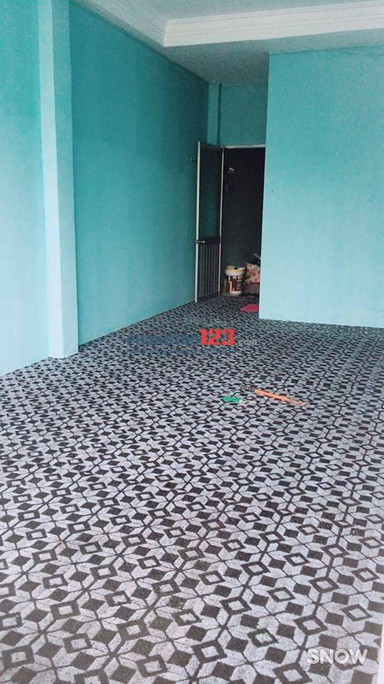 Phòng cho thuê mặt tiền Xuân Hồng 40m24tr/th ban công cửa sổ ,wc riêng giờ tự do 09339012710