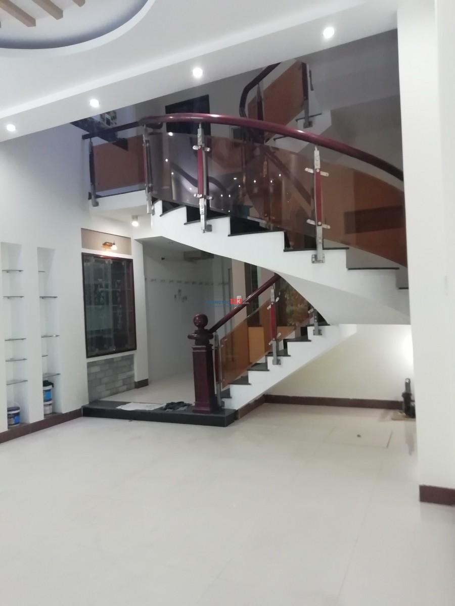 Cho thuê nhà 3T trung tâm TP, gần bờ hồ Hàm Nghi, HAGL 15 triệu/ tháng. LH: 0983.107.239