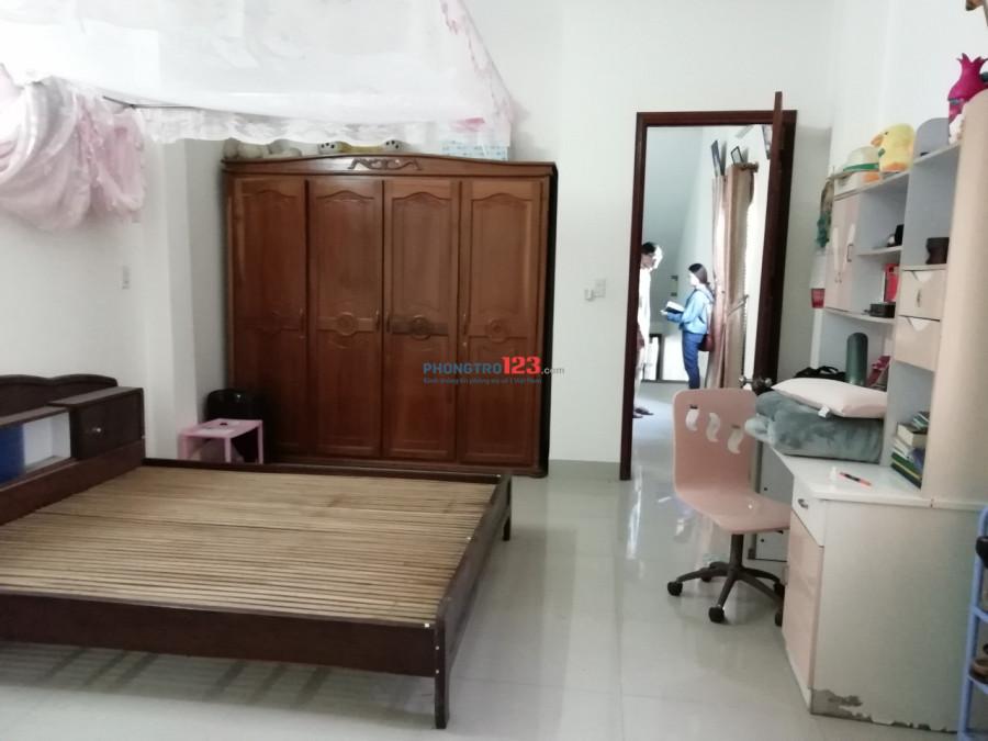 Cho thuê nhà MT đường Nguyễn Công Trứ 4 PN, 5WC,130 m2 đất, 35tr/tháng.LH 0983.750.220