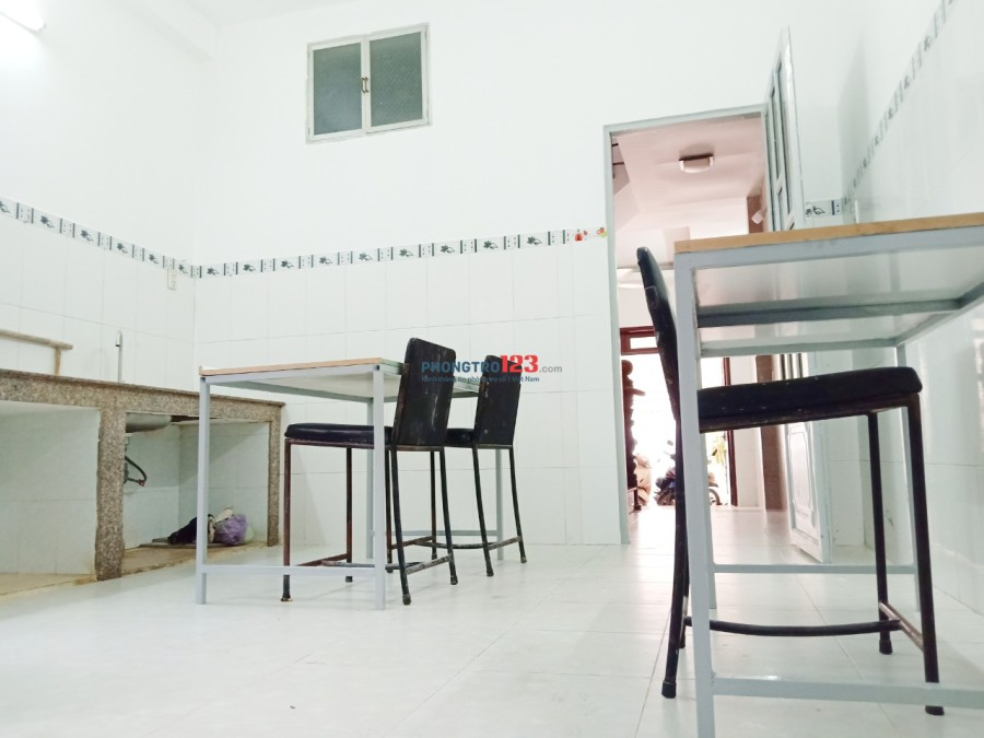 Cho thuê mặt bằng KD ở HXT 214/9 Nguyễn Oanh thông ra chợ căn cứ, có sân xe, bếp, chỉ 8tr/tháng