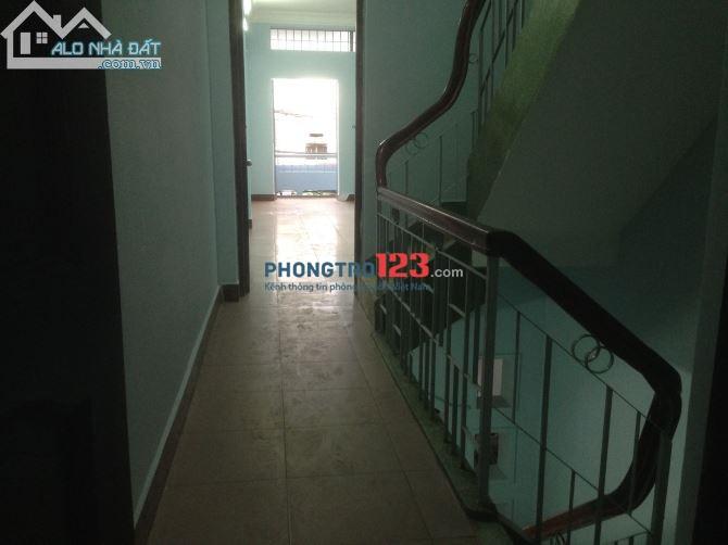 Phòng 45m2, có ban công, đường Đinh Bộ Lĩnh, gần Hàng Xanh, 3.8 triệu/tháng
