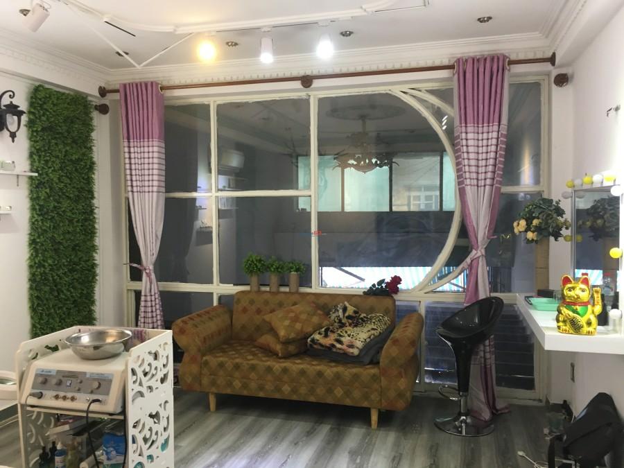 Phòng trọ tầng trệt có máy lạnh, tủ lạnh, sàn gỗ, toilet riêng giờ tự do 25m2