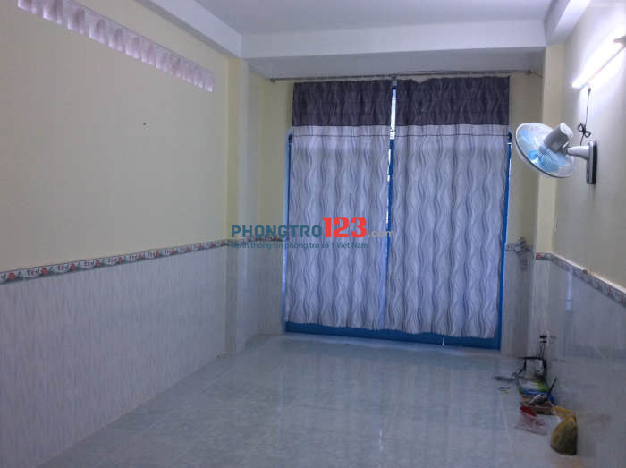 Phòng trọ được trang bị wc,máy lạnh ,kệ bếp, giờ giấc đi lại tự do, trung tâm Nguyễn Trãi, Q.5