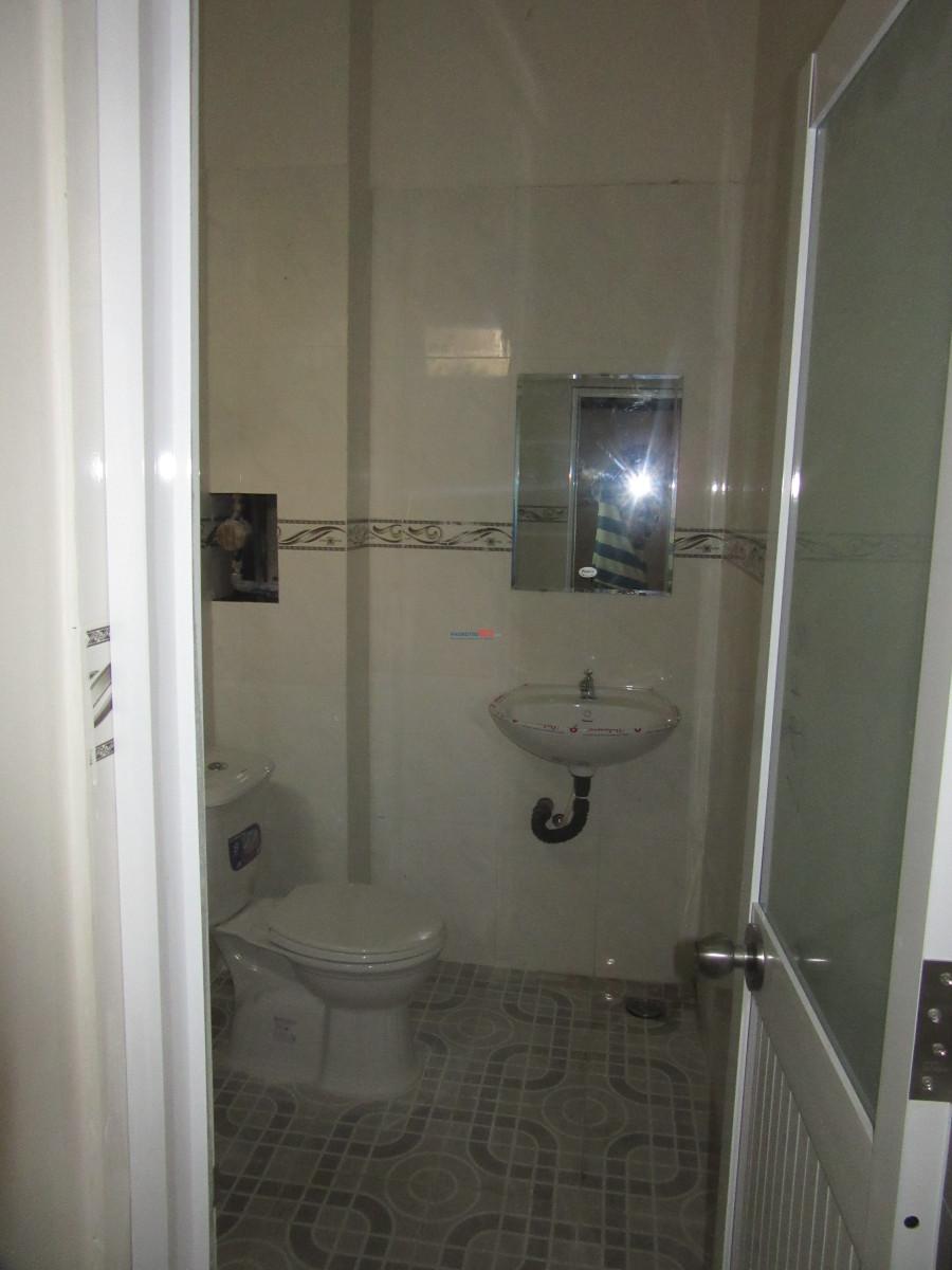 Phòng mới xây có gác, đầy đủ tiện ích, riêng tư, 2 cửa sổ rất mát giá 2,9Tr-4,3Tr khu Lý Phục Man, Q.7