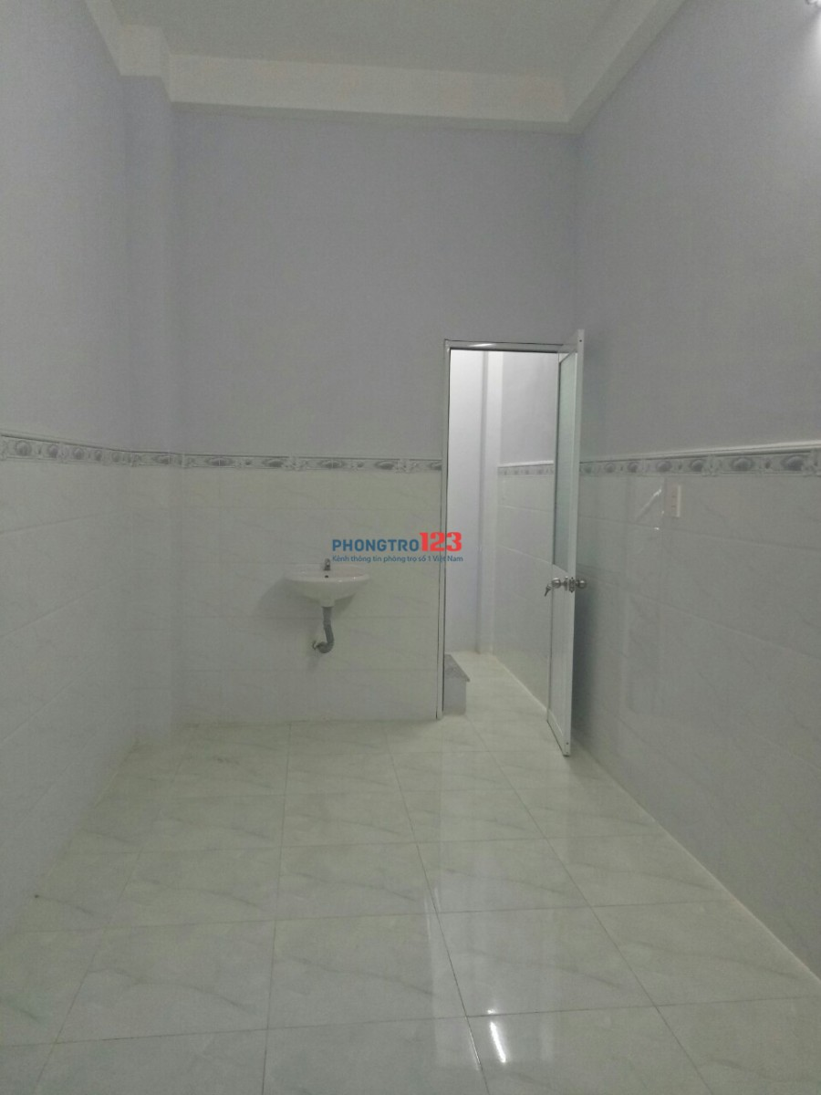 Còn 1 phòng duy nhất. Phòng trống giao ngay. Phòng trọ rộng 25m2, mới xây dựng xong (Như trong hình)