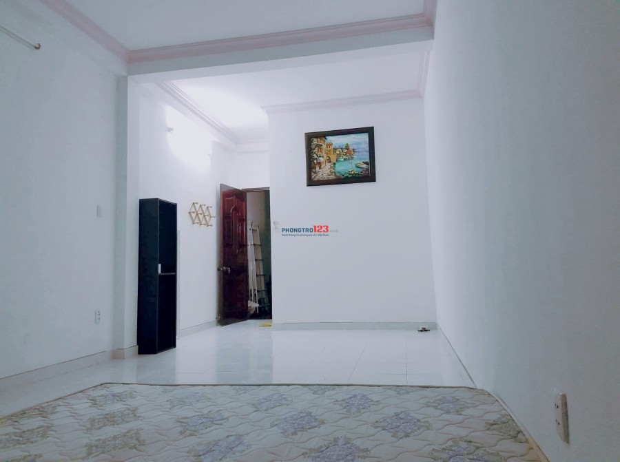 Phòng trọ ngay công viên Hoàng Văn thụ, gần sân bay, DT 40m2