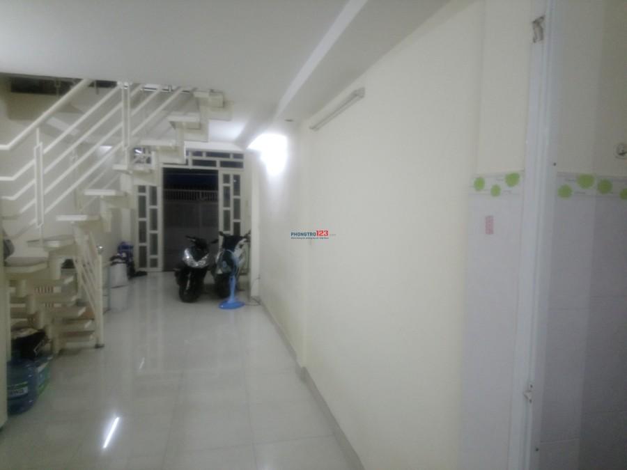 Nhà 1 trệt, 1 lầu đường XVNT, Bình Thạnh 9.000.000 đ/tháng- Diện tích: 4m x 20m