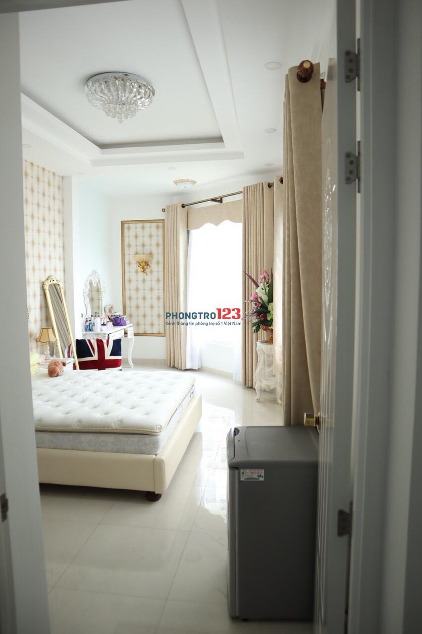 Cho thuê nhà quận Gò Vấp, hẻm xe hơi, 209m2, 4x13, 4 tấm, full nội thất cao cấp, ngay cv Làng Hoa