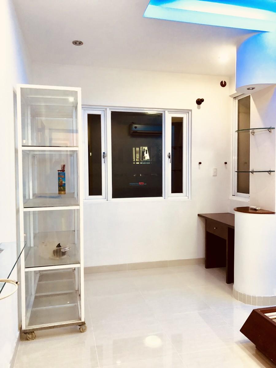 Cho thuê căn hộ Q4 ( 3PN- 2WC- 1 bếp - 1Pk -1BC)