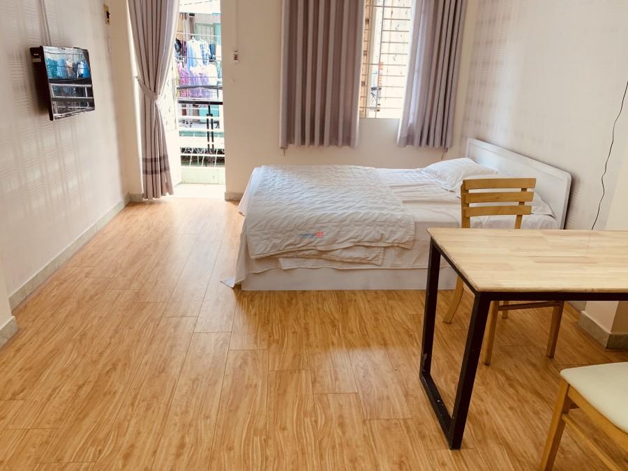 Chính chủ phòng VIP Phú Nhuận 30m² sàn gỗ, bếp & Ttoilet riêng, đường 8m