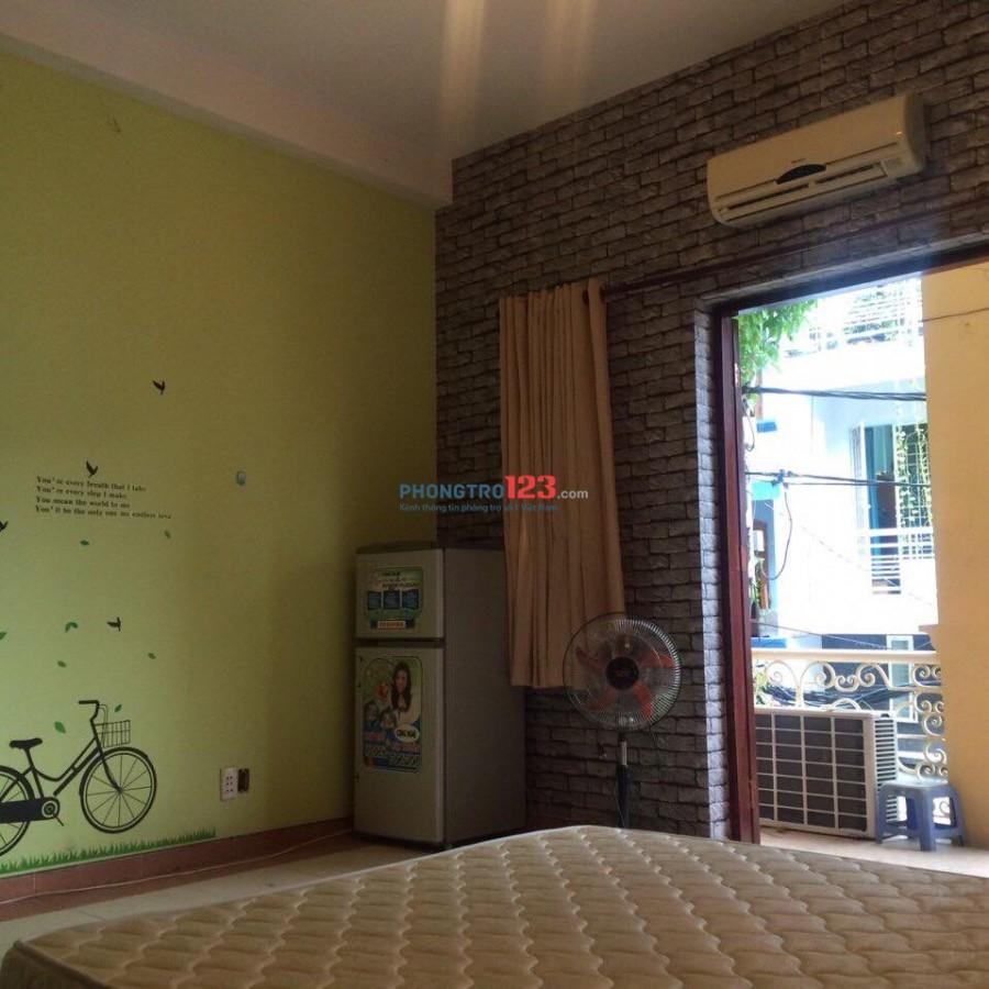 Phòng Ban Công, Tiện Nghi,Sạch Sẽ,30m2... đường Nguyễn Trọng Tuyển.TB (Hình Thật 100%)