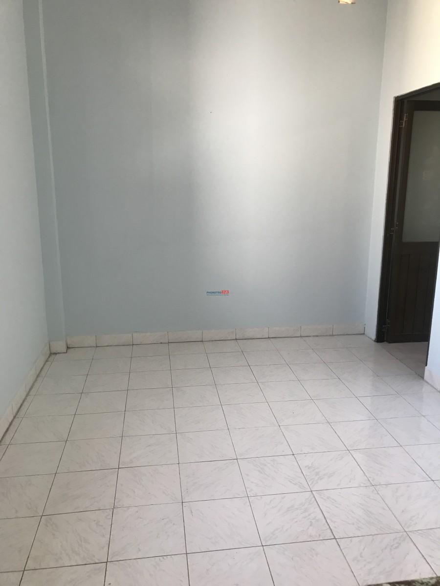 Cho thuê nhà gần chợ Tân Thuận, Q.7, 4,5 triệu/ tháng