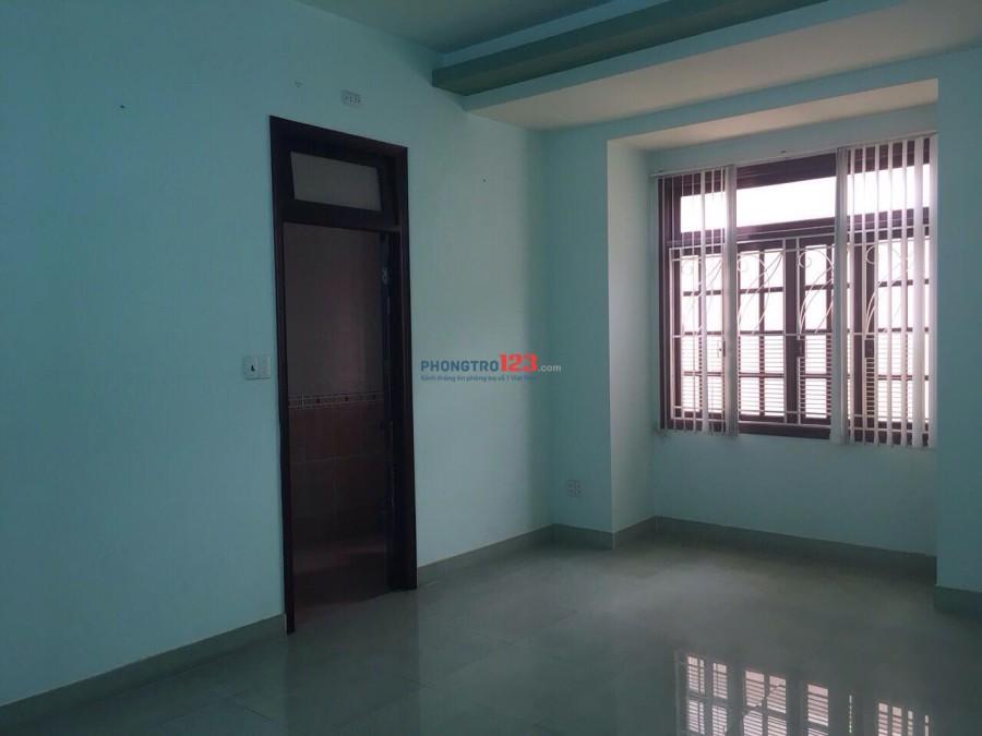 Phòng Trần Hưng Đạo gần chợ Bến Thành, giờ tự do, không chung chủ, có phòng nội thất